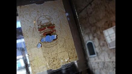 Artista usa desechos de comida rápida para alertar sobre su nocividad
