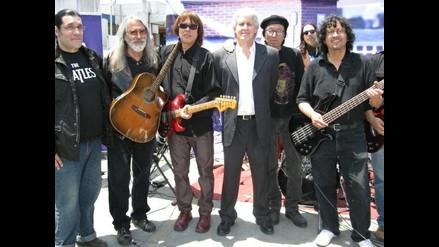 Rockeros peruanos emulan a Beatles y dan concierto en azotea de Lince