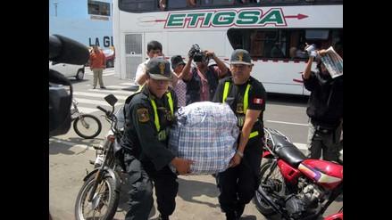 Chimbote: Intervienen a 70 pasajeros por US$861 mil falsos en bus