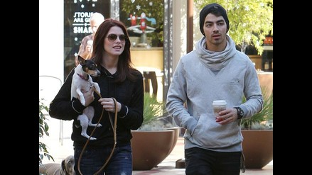 Joe Jonas y Ashley Greene en romántica caminata en Los Ángeles