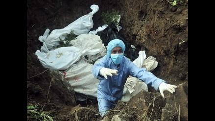 Víctimas de la violencia en Honduras son enterradas en fosa común