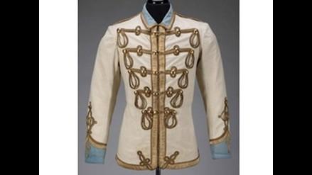 Boutique en ligne 48074 89c26 Subastan casaca militar de John Lennon por 240.000 dólares ...