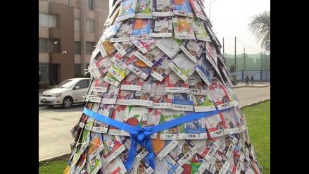 Reciclando en Navidad: Novedoso árbol elaborado con cajas