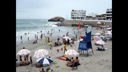 Cuidado con la conjuntivitis si va a la playa o la piscina