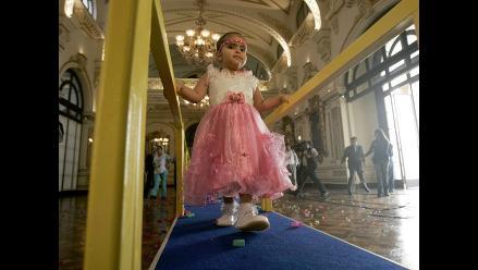 Castañeda buscó rédito político con caso de niña sirenita, afirman