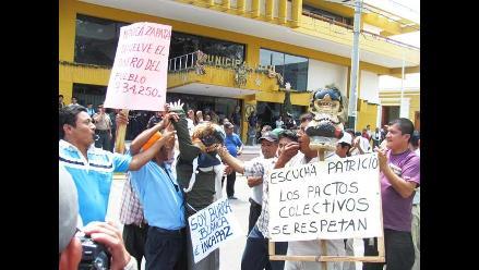 Siderúrgicos marchan exigiendo aumento de sueldo en Chimbote
