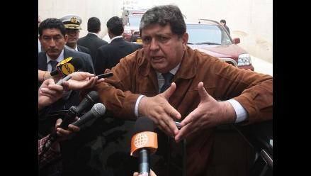 Presidente García saluda a Los Chistosos por su aniversario
