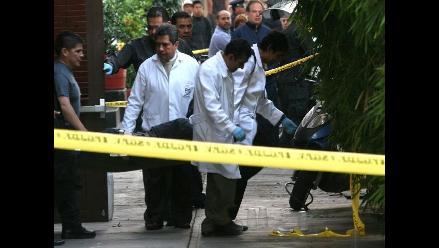 Asesinan a sujeto de una puñalada en el pecho en Villa El Salvador