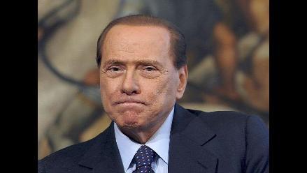 Berlusconi asegura que seguirá gobernando sin preocupaciones