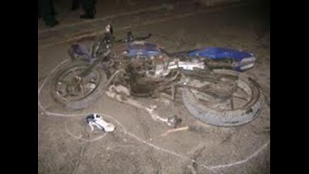 Dos muertos deja choque entre moto y cisterna en vía Interoceánica
