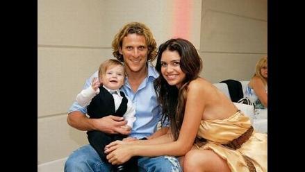 Diego Forlán anuncia boda con modelo argentina Zaira Nara