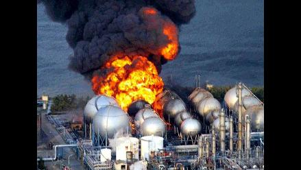 Explosión en refinería japonesa tras terremoto en Japón