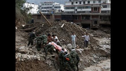 Suspenden rescate de cuerpos sepultados tras deslizamientos en Puno