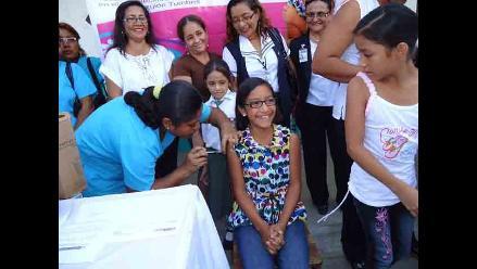 Inician vacunación contra el cáncer de cuello uterino en Lima Este