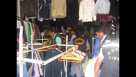 Decomisan ropa usada y de marcas falsificadas en el Centro de Lima 9dbfe2084df50