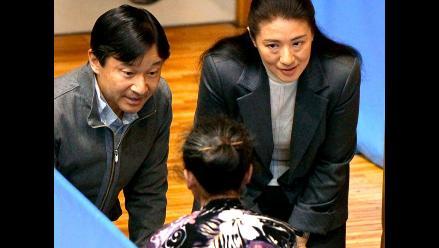Japón: Príncipes Naruhito y Masako visitan a los refugiados
