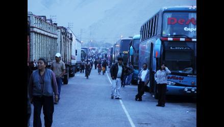 Arequipa: Más de 350 vehículos varados en Atico desde ayer
