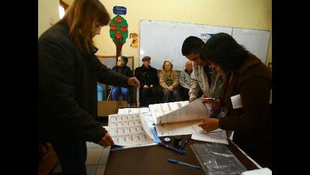 Destacan masiva concurrencia de electores peruanos en el exterior