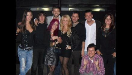 Shakira se luce con Gerard Piqué en público