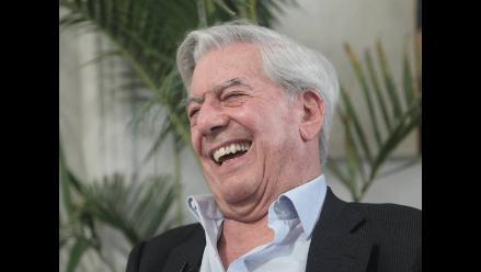 Mario Vargas Llosa llega a la Argentina y remece Twitter
