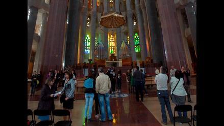 La Sagrada Familia de Barcelona se llena de turistas tras incendio