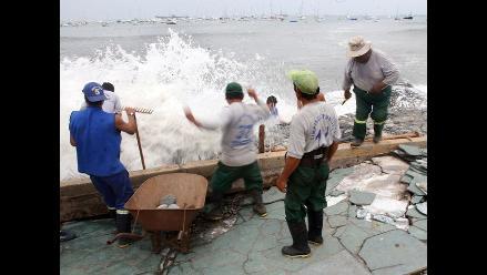 Por presencia de oleajes anómalos cierran puertos en La Libertad