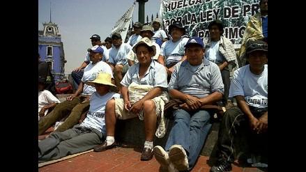 Azucareros desalojan Plaza Dos de Mayo y prometen remodelarla