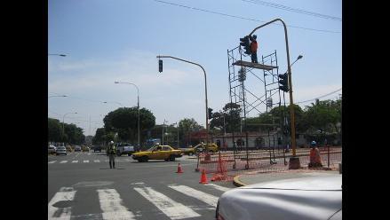 Instalan 600 semáforos inteligentes en principales avenidas de Trujillo