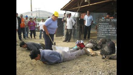 Asaltaron en plena Vía Crucis y fueron castigados a latigazos