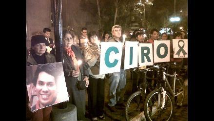 Familia y amigos de Circo Castillo-Rojo en vigilia en Miraflores
