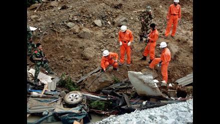 China: Dan por muertos a 22 obreros sepultados por avalancha de barro