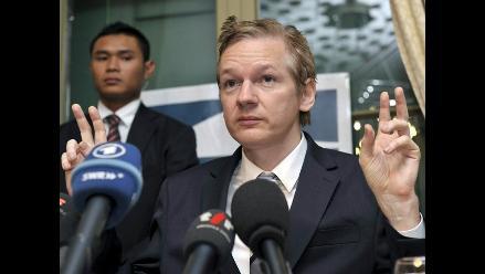 Premian a fundador de Wikileaks por promover derecho a la información