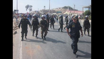 Policía evita bloqueo de Panamericana Sur por algodoneros en Pisco