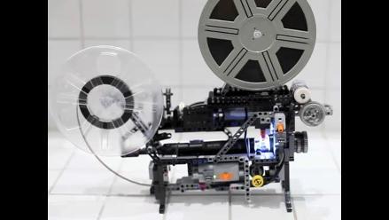 Crean proyector de películas Super-8 hecho de piezas de Lego