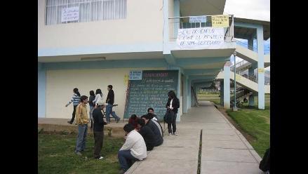 Estudiantes toman Facultad de Derecho de la Universidad de Cajamarca