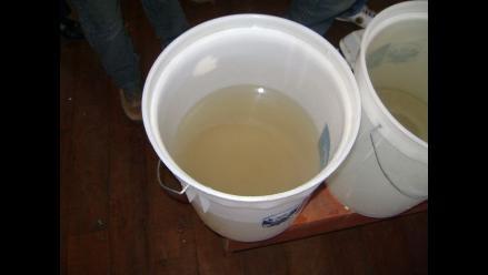 Moradores denuncian que reciben agua turbia en Chimbote