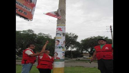 Trujillo: Inician campaña para retirar propaganda de postes de alumbrado
