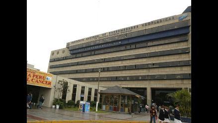 Keiko Fujimori llegó al INEN para ver estado de salud de su padre