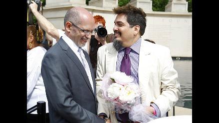 Senado de Nueva York aprueba matrimonios entre homosexuales