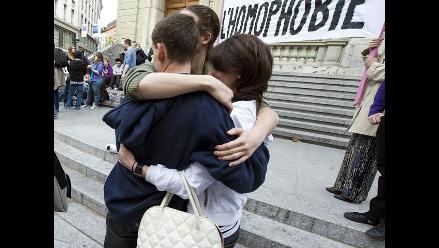 Unas 300 personas se besan en Bruselas en contra de la homofobia