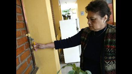 Olores se filtran en casa tras instalación de Cálidda que dañó desagüe