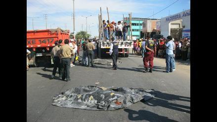 La Libertad: Joven muere al impactar su moto contra una camioneta