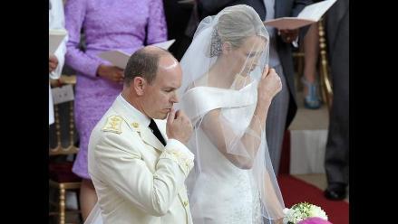 Esposa del príncipe de Mónaco intentó huir de la boda, según prensa