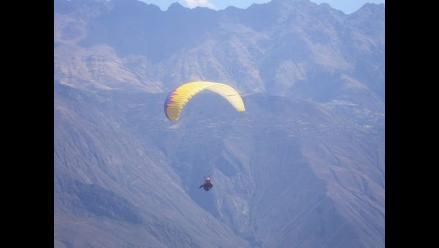 Áncash: Avioneta sobrevuela Cordillera Blanca en busca de parapentista