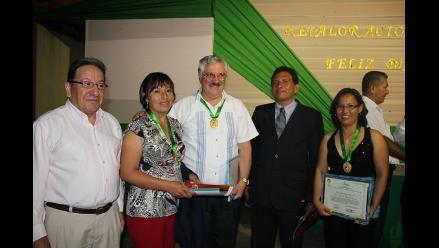 Reconocen a docentes destacados de la región San Martín en su día