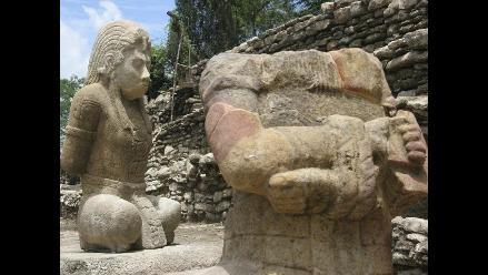 Hallan dos esculturas pétreas en zona maya de Toniná, sureste de México