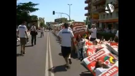 Ciudad española bate récord del mayor dominó humanos con colchones
