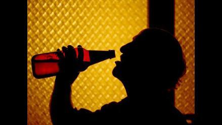 Áncash: Hallan a trabajador municipal bebiendo licor en oficina