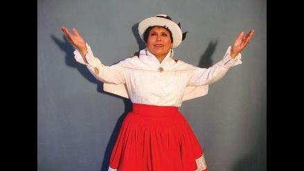 Martina Portocarrero en homenaje a la patria y los maestros