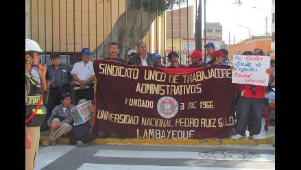 Protestan por existencia de ´planillas doradas´ en universidad chiclayana